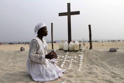 Hombres armados matan a tiros a al menos 17 fieles en una iglesia de Nigeria