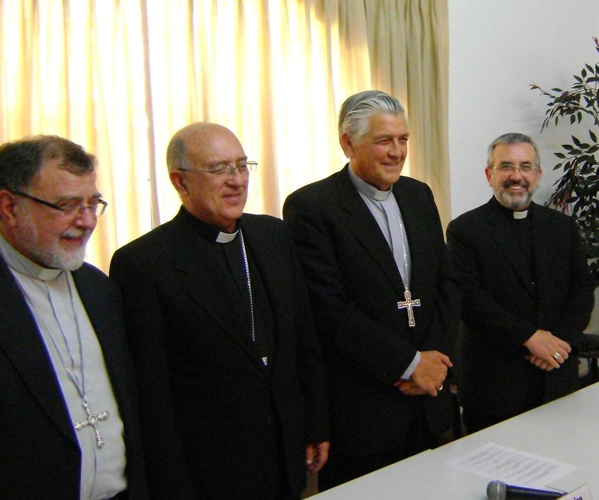 Obispos peruanos cierran filas con el Vaticano y con Cipriani