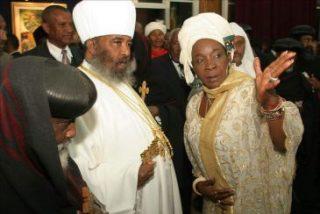 Miles de etíopes en el funeral de Paulos