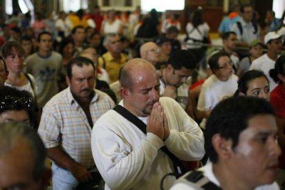 """1,5 millones de costarricenses peregrinan para ver a """"La Negrita"""""""
