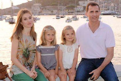 Los Príncipes y sus hijas posan para el Telediario