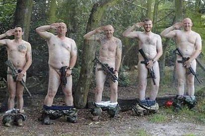 Los soldados ingleses cierran filas y se bajan los pantalones por Harry
