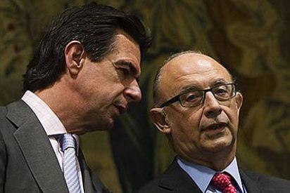Los ministros Montoro y Soria protagonizan un rifirrafe por la reforma eléctrica