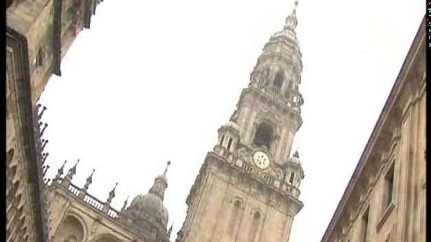 Una torre de la catedral de Santiago está ligeramente inclinada