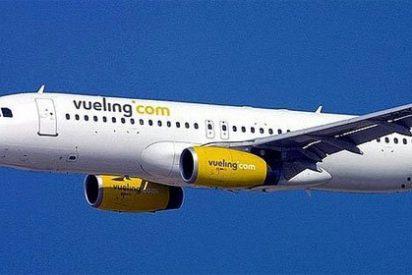 Vueling transporta en España más viajeros que Iberia, su máximo accionista