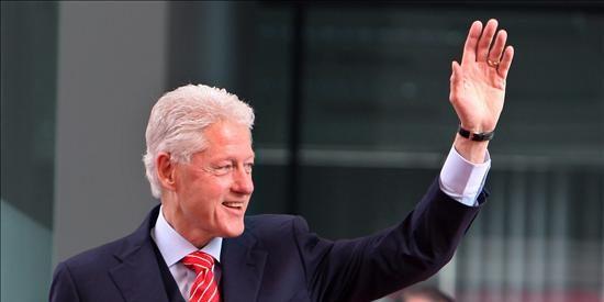 Bill Clinton, hospitalizado en un centro médico de California