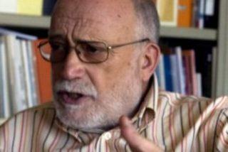 """Arcadi Oliveres: """"La economía se ha puesto en manos de los mercados financieros"""""""
