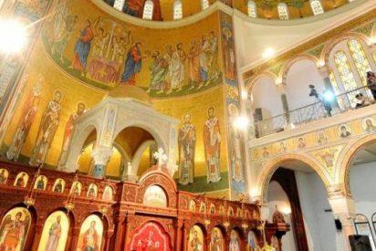 Una imagen de la Virgen llora aceite y sangre coincidiendo con la visita papal