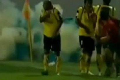 Lanzán desde la grada una granada militar en un campo de fútbol iraní