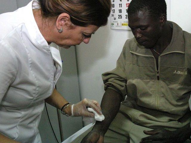 Una familia africana de Son Gotleu denuncia que la sanidad pública no quiere atender a su bebé enfermo