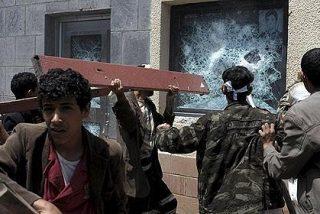 Manifestantes islamistas asaltan en Yemen la embajada de EEUU