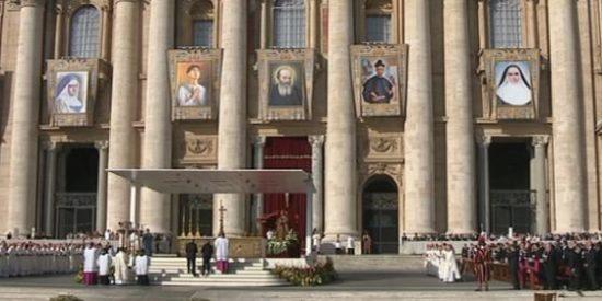 El Papa asegura a Fernández Díaz que reza por España