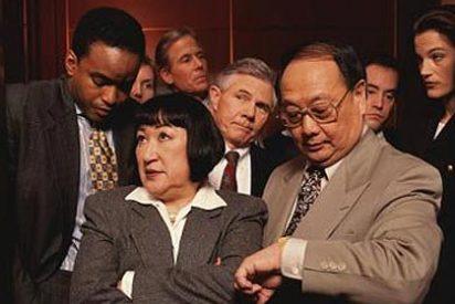 ¿Sabe usted por qué se comporta la gente tan raro en el ascensor?