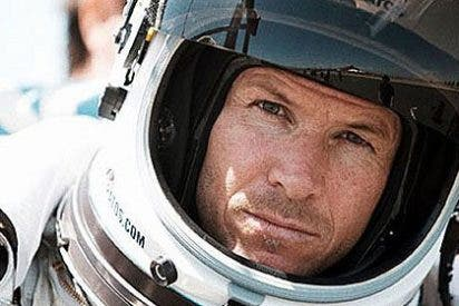 El austriaco Felix Baumgartner se lanza al vacío desde las puertas del cielo