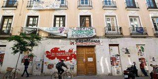 Un grupo del 15-M reocupa un edificio en Madrid y la Policía los vuelve a echar