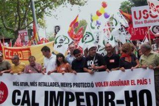 La Cimera Social de Baleares congrega a medio millar de personas en contra de los recortes