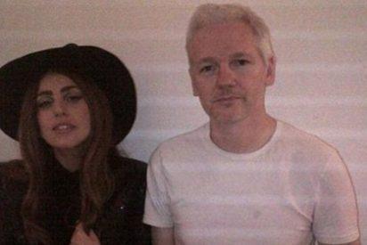 Lady Gaga visita a Julian Assange en la embajada ecuatoriana en Londres