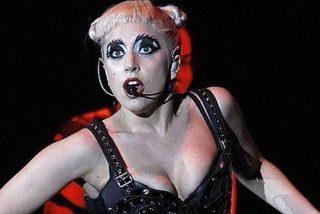 Lady Gaga emula a Justin Bieber vomitando en pleno concierto