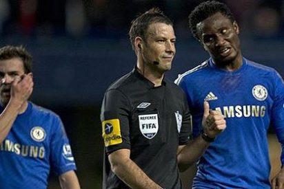 """El árbitro del Chelsea-Manchester United llamó """"español idiota"""" a Juan Mata"""