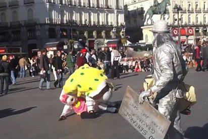 Bob Esponja y Hello Kitty se pelean a puñetazos en la Puerta del Sol