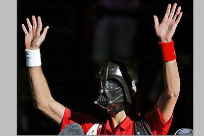 El 'lado oscuro' de Nole Djokovic: salió a la cancha disfrazado de Darth Vader y palmó