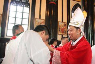 """El Vaticano pide una """"comisión permanente"""" de diálogo con China"""