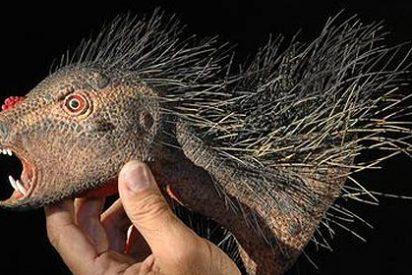 Descubren un dinosaurio enano, con colmillos de vampiro y cara de loro