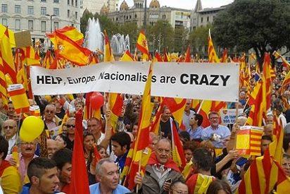 Miles de personas llenan la Plaza de Catalunya contra la independencia