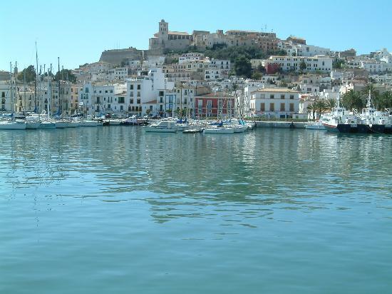 Formentera instará a APB a que traslade el tráfico de pasajeros a Es Martell