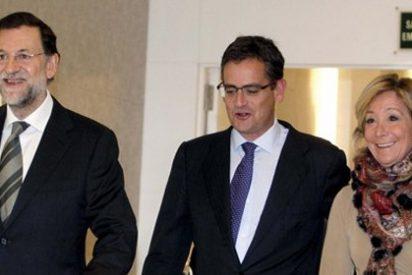 """Esperanza Aguirre eclipsa a Mariano Rajoy en la presentación de Basagoiti: """"¡Que yo no doy ruedas de prensa!"""""""