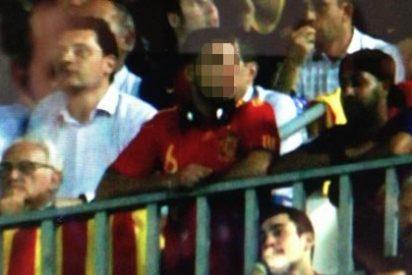 Periodista Digital descubre otro aficionado solitario con la camiseta española en el Camp Nou