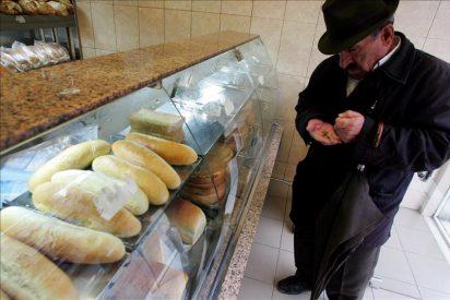 Más de 3.000 personas hacen cola cada día en una panadería que vende barras a 20 céntimos