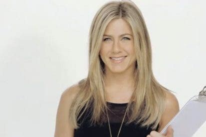 Jennifer Aniston pasa horas cuidando su escote