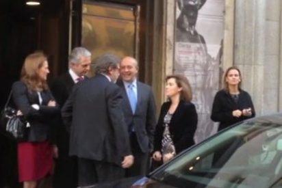 Cebrián, de risas y confidencias con Sáenz de Santamaría y Wert en la recepción de la presidenta de Brasil Dilma Rousseff
