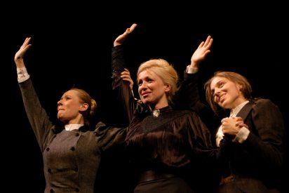 'Las tres hermanas' en versión Donnellan, el mejor Chéjov nunca visto
