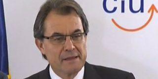 Los independentistas vuelven a caer en el ridículo con el raro y poco favorecedor desnudo de Miss Nación Catalana 2012