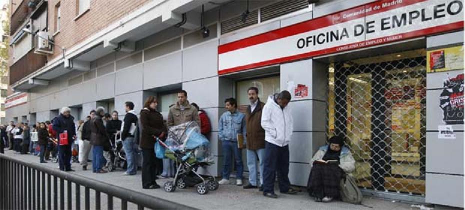 Más de dos mil personas pierden su trabajo cada día en España y el problema va a peor