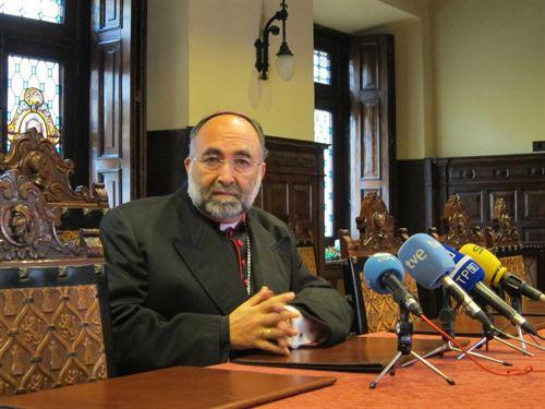 """Sanz rinde homenaje a """"la ingente labor"""" que llevan a cabo las instituciones católicas contra la crisis"""
