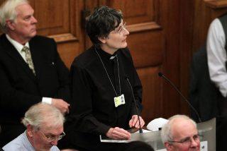 El rechazo a las mujeres obispo provoca una crisis en la Iglesia de Inglaterra