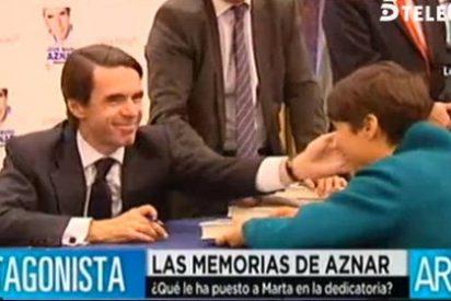 Aznar entierra el incidente del canalillo con 'caricias' a Marta Nebot