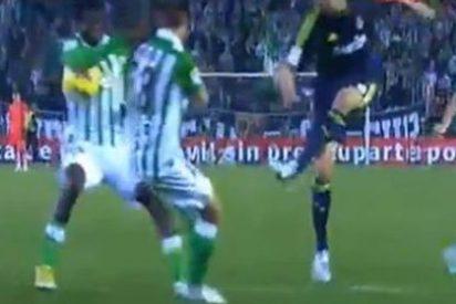 El penalti por mano de Nosa que el árbitro no vio en el último instante del Betis-Real Madrid