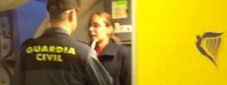 Ryanair hace que la Guardia Civil expulse a una pasajera que quería volar con una 'bolsita' más