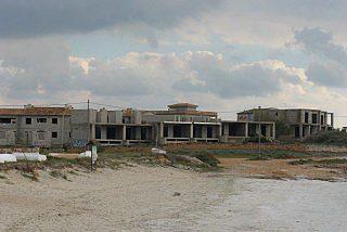 Pico y pala para las 68 casas de Ses Covetes tras cuatro lustros de lucha ecologista