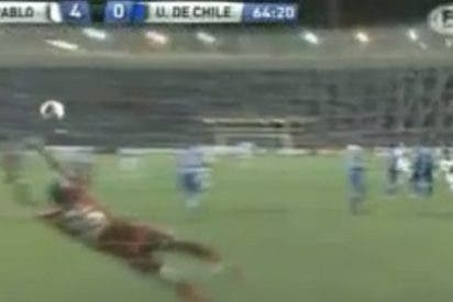Impresionante obús de Rafael Tolói, que clava un chutazo por la escuadra a 130 km/h