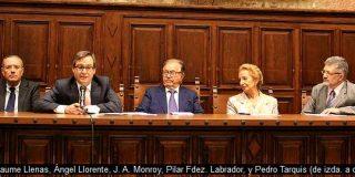Abrazo de los protestantes y Pilar Fernández Labrador con Unamuno de testigo
