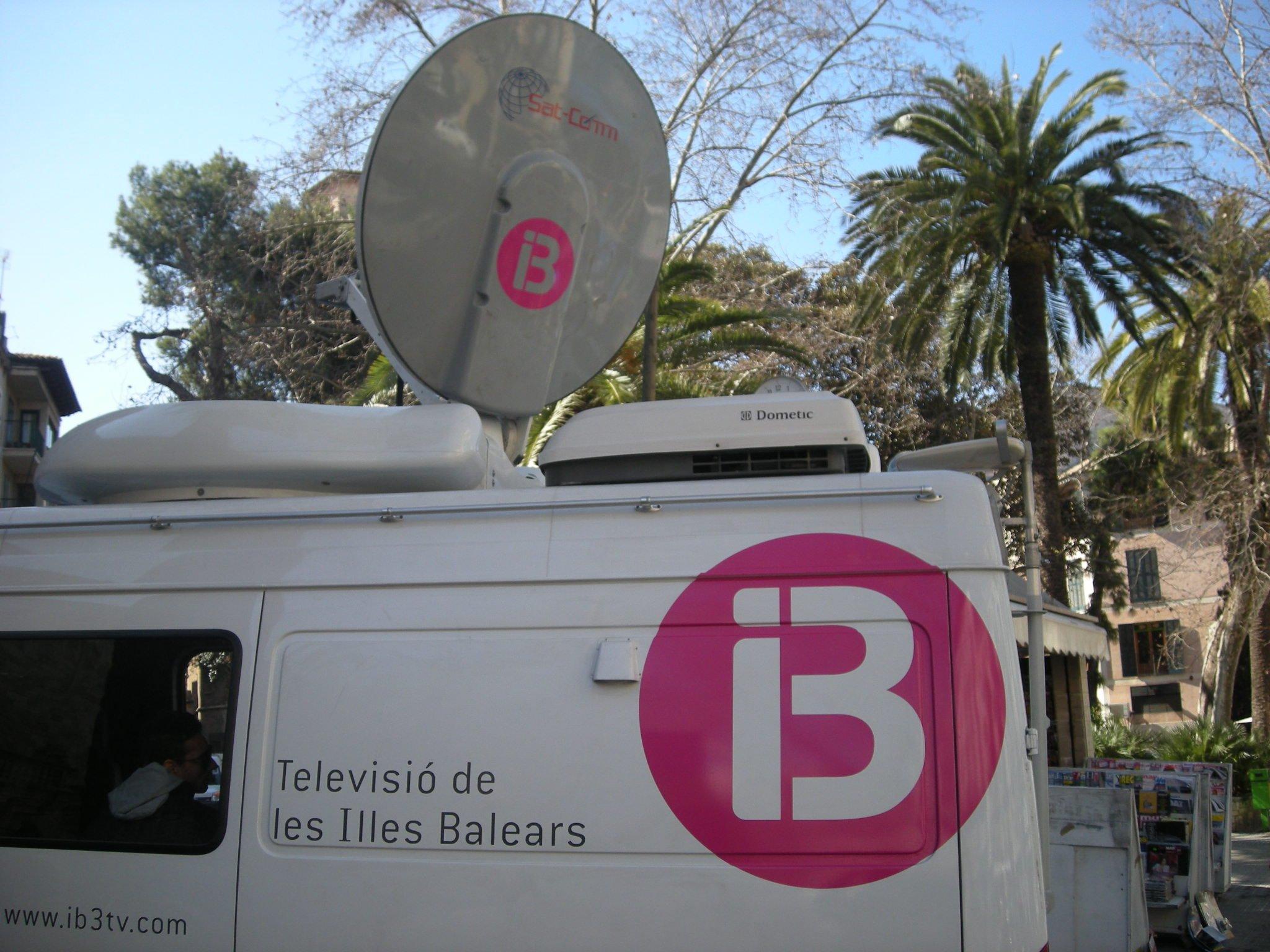 El Govern 'enchufa' otros 30 millones en IB3 pero 'electrocuta' de paso a los trabajadores de informativos y deportes