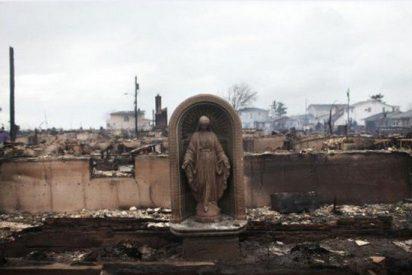 El huracán Sandy pudo con todo, menos con la Virgen