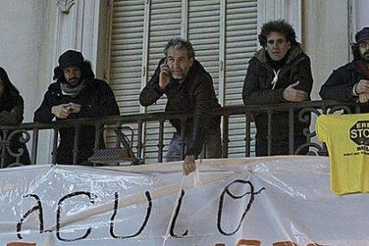 Willy Toledo se atrinchera con sus 'cuates' en el Teatro Español