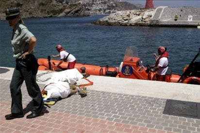 Aparece el misterioso cadáver de un submarinista en la playa de Santa Ponça