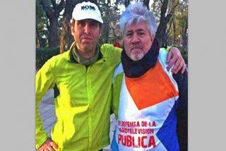 Pedro Almodóvar se pone el 'peto' en apoyo de los trabajadores de Telemadrid